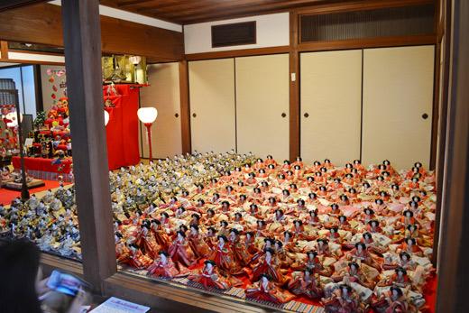 たくさんの雛人形