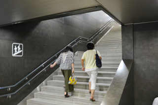 新幹線ホームへ
