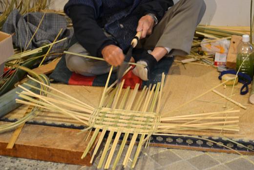 竹籠作りの実演