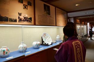 酒井田柿右衛門の陶芸品展示コーナー