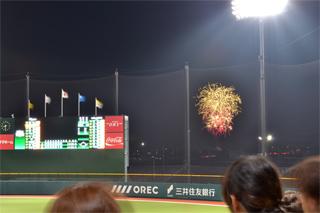 球場から見える花火
