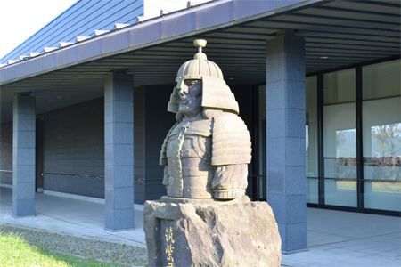 筑紫君磐井の像