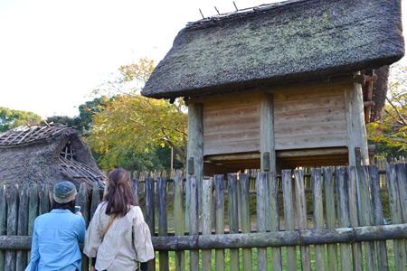 高床式倉庫と竪穴式住居